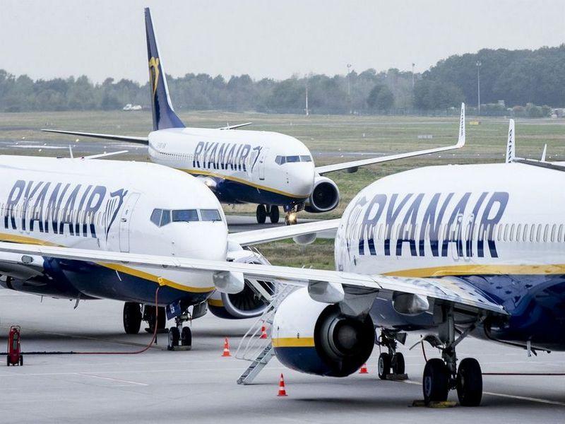 Украинцы могут летать Ryanair без проверки виз